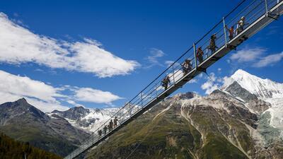 En fotos: las vistas espectaculares del puente colgante más largo del mundo