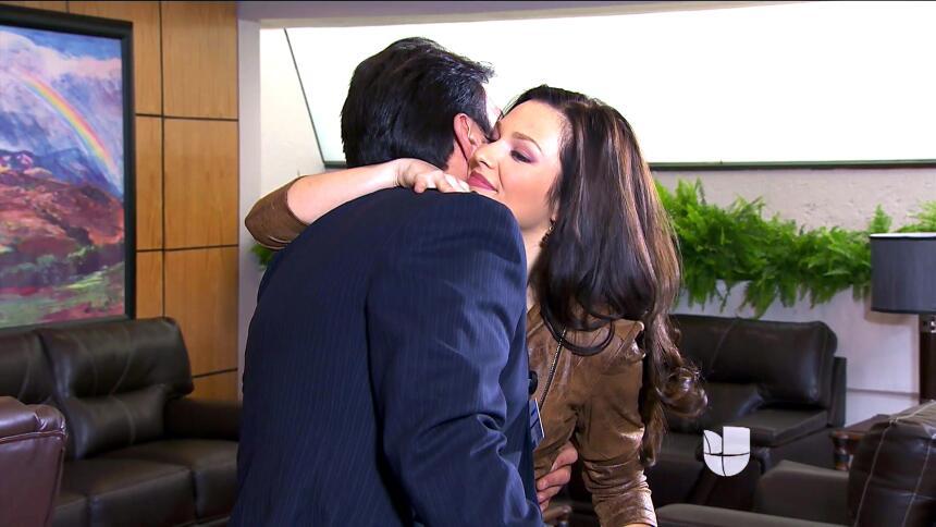¡Arturo descubrió la traición de Daniela con Eladio! EBA6580E66CE4964AEA...