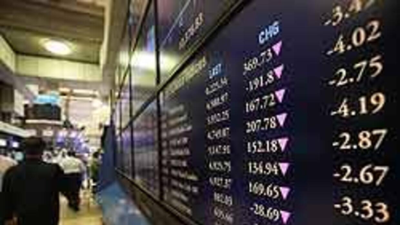Wall Street cerró en fuerte baja, afectada por temores sobre reactivació...