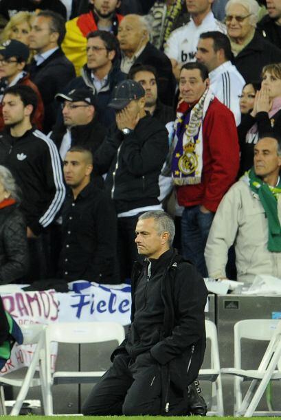 Mourinho se quedó arrodillado sin palabras.