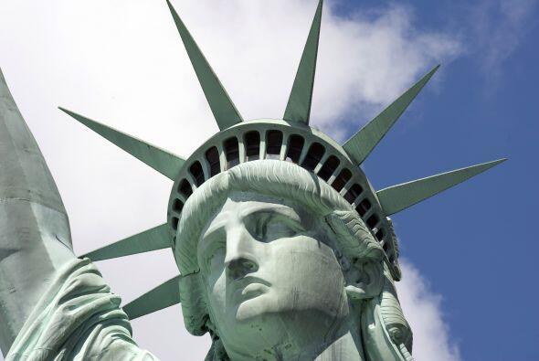 La Estatua de la Libertad es una imponente escultura, ícono de Estados U...