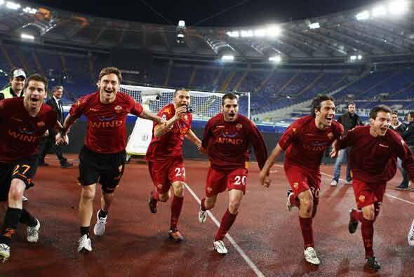 El triunfo de la Roma por 2-1 los colocó nuevamente como punteros de la...