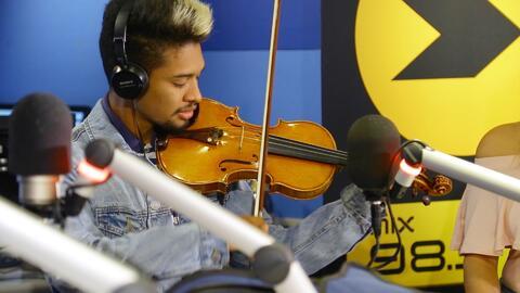 Así fue la reacción de Wuilly Arteaga al recibir el violin firmado por S...