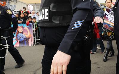 Presentan cargos contra el policía de Nueva Jersey acusado de tener rela...