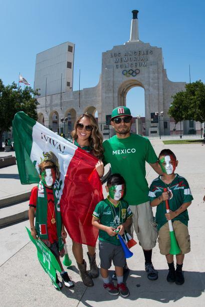 Desde muy temprano la gente se hizo presente en el Estadio para apoyar.