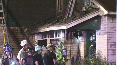 Una mujer es sospechosa de incendiar la casa donde estaba su exesposo y sus cuatro hijos