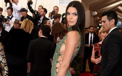 """Kendall Jenner en competencia de """"traseros"""" con sus hermanas"""