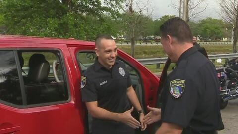 Un policía de Coral Springs que estuvo un año de misión en África regres...
