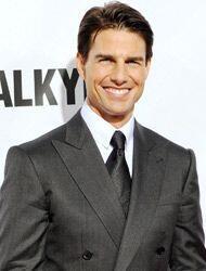 Tom Cruise muy guapote y todo pero muy varonil, así que Suri se salvó de...
