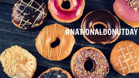 Variedad de donas para celebrar el #NationalDonutDay
