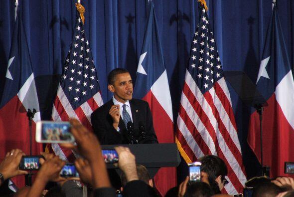 Obama fue recibido con gritos de emoción y aplausos por parte de todos s...