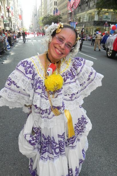 imágenes en el desfile de la Hispanidad 112d91d4c575498d92a31e06607cfabb...
