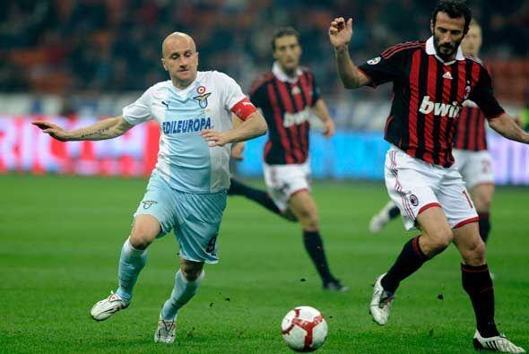 Pero los jugadores del club de la capital italiana se fueron al frente y...