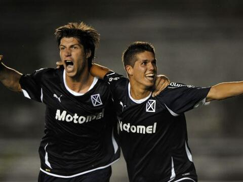 La fase previa de la Libertadores 2011 comenzó con buen ritmo par...