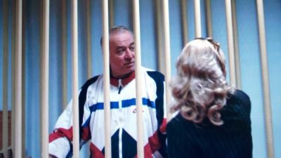Sergei Skripal detrás de las rejas en Moscú, Rusia, el 9 de agosto de 20...