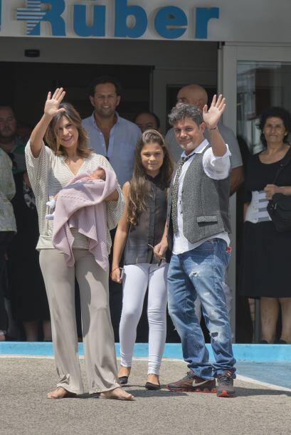 Y la bella Manuela, no se despegó de su papi y su hermanita ni un segundo.