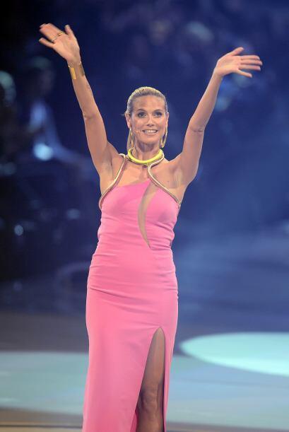 Heidi Klum luce espectacular con cualquier color. ¿No crees?  Mira los c...