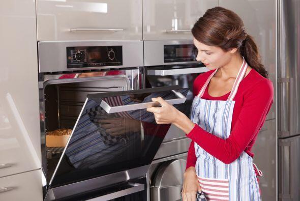 5. Al cocinar, sustituye la mantequilla y el aceite por puré de manzana...