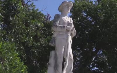 Piden que se remueva monumento confederado frente a la corte de la ciuda...