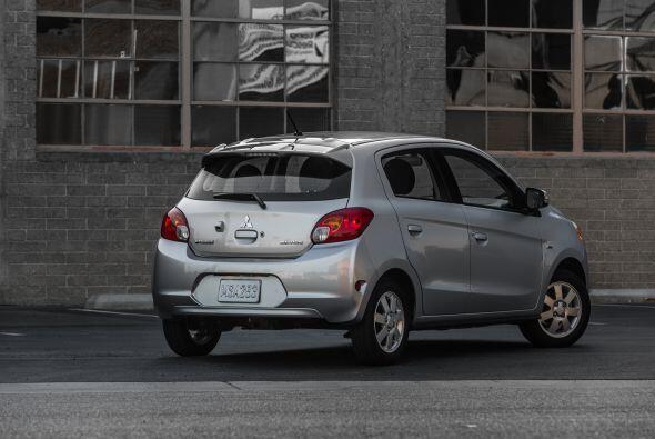 Mitsubishi Mirage 2015- Precio: $12,995; Consumo (ciudad/carretera): 37-...
