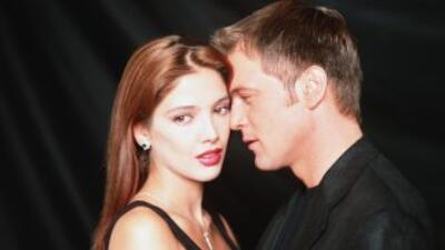 Adela Noriega y René Strickler protagonizan la telenovela El Privilegio...