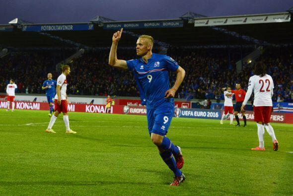 El líder del Grupo A para sorpresa de muchos es Islandia que goleó 3-0 a...