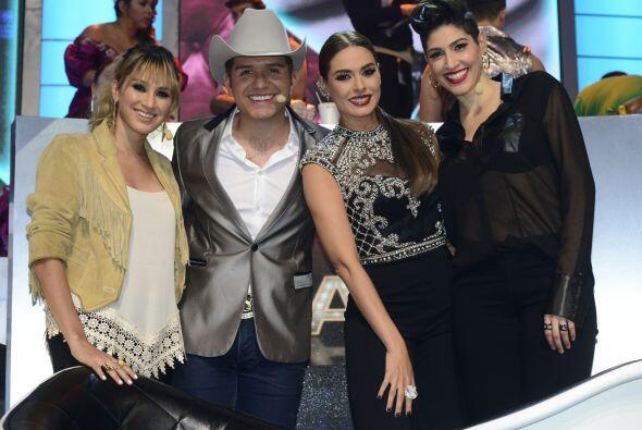 Las hermanas Hannah y Ashley junto a Gali y El Dasa, arrancando el show.