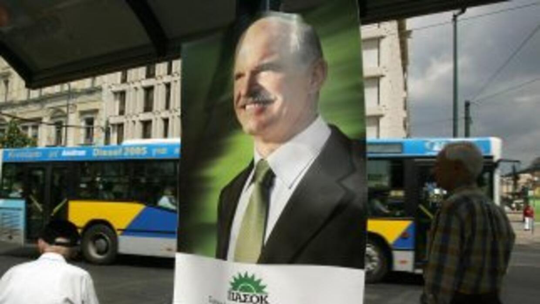 Giorgos Papandreou pidió el voto de confianza para poder enfrentar la cr...