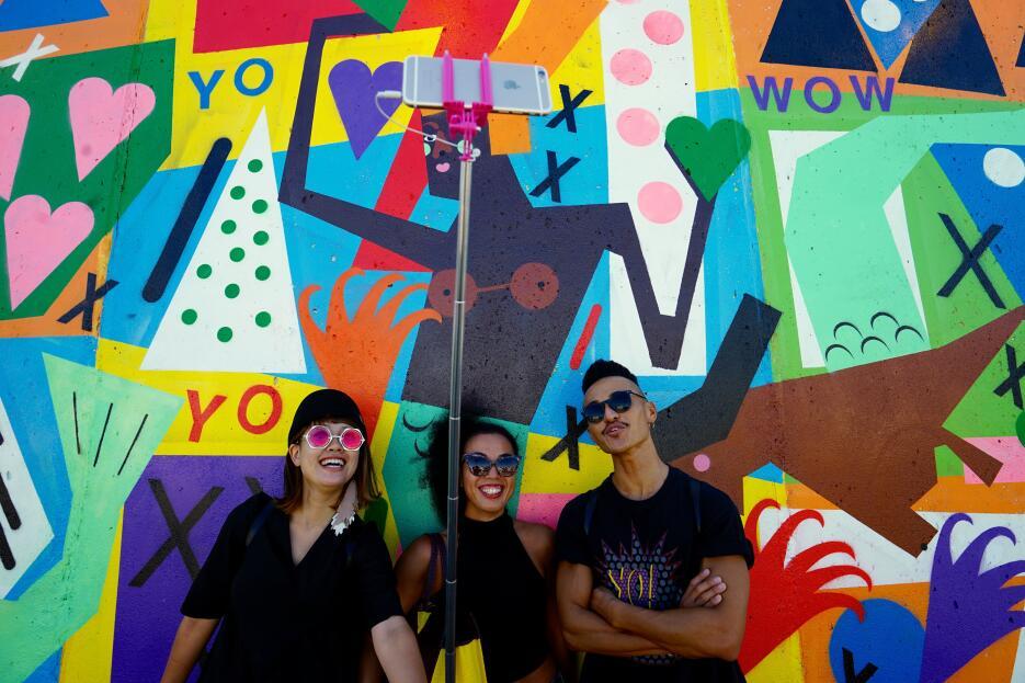 'Coney Art Walls'  invita a crear imágenes divertidas.