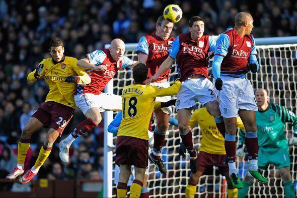 Arsenal le propinó una goleada al Aston Villa de 4 a 2 con lujos y goles...