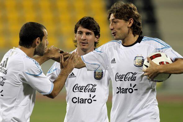 Un intérvalo en la práctica, Javier Mascherano, Leo Messi y Gabriel Heinze.
