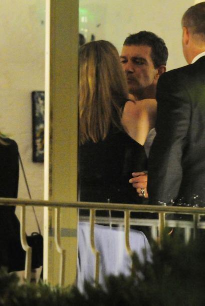 Y Antonio se derretía ante los besos de la dama.Mira aquí los videos más...