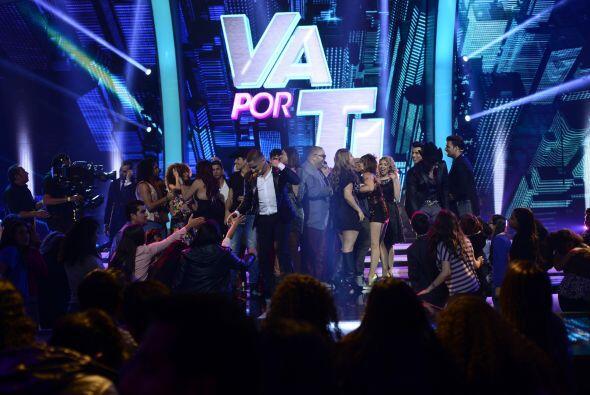Y al final... todos bailaron en el escenario.