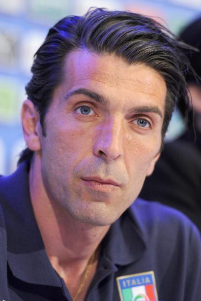 El portero de la selección italiana Gianluigi Buffon tiene dos hijos, Lo...