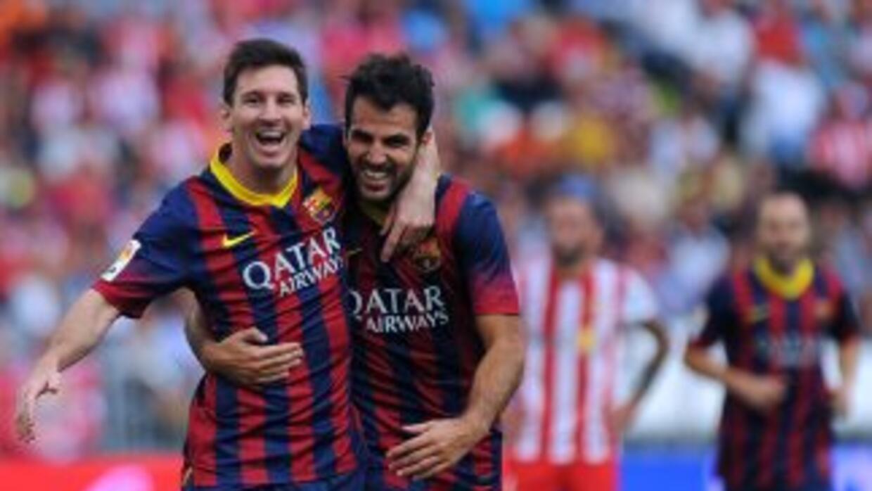 Messi celebra su gol con Cesc. Poco después salió lesionado.