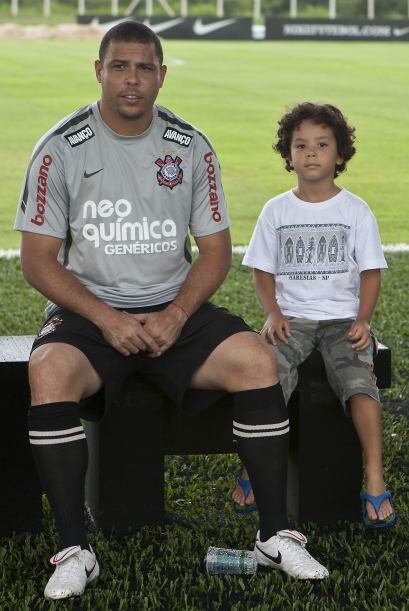 Ronaldo llevó a su hijo Alex al entrenamiento del Corinthians en el cent...