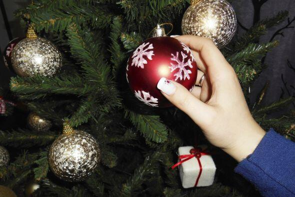 Desarma el árbol y quita la guirnalda de tu puerta, pues ya ha llegado l...