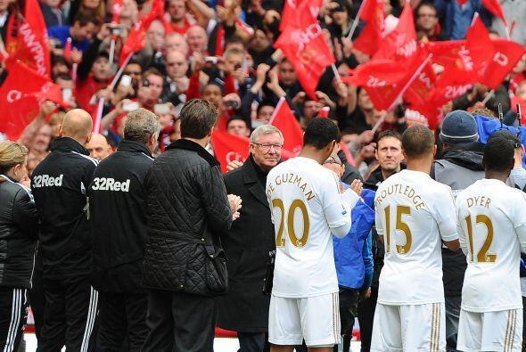 El propio conjunto rival, el Swansea, se plantó en el campo para rendir...