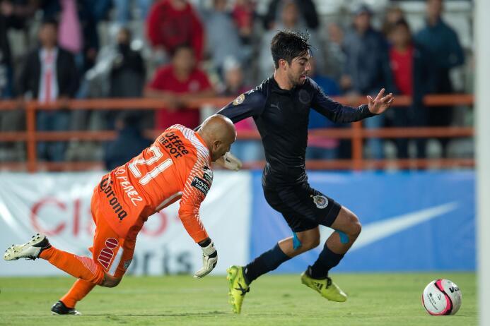 La última victoria de Chivas en el torneo llegó en la Jornada 8 cuando v...