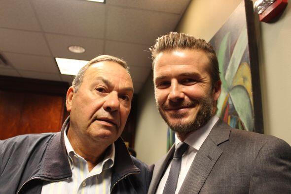 Beckham con Humberto Cortina, personalidad de Radio Mambí 710 AM