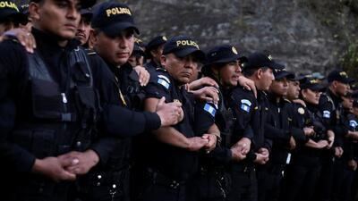 Una pared humana intentó detener a una nueva caravana de migrantes en la frontera entre Guatemala y Honduras
