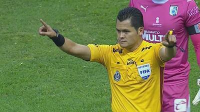 Malas decisiones arbitrales, nuevamente en los errores de la jornada de la Liga MX