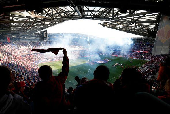 Un promedio de 18.800 personas llenan los estadios de los equipos de la...