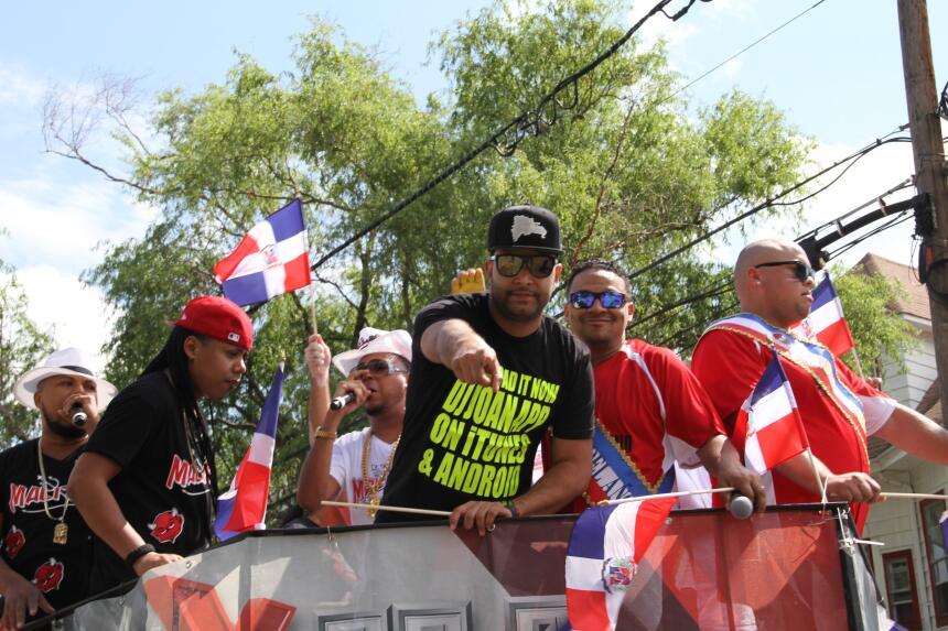 Celebra La X en el Desfile Dominicano en NJ IMG_1887.JPG