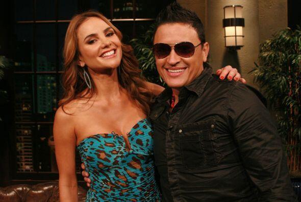 La modelo y conductora colombiana Ximena Córdoba  y el cantante Elvis Cr...