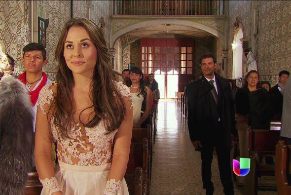 Te ves bellísima Abigail. ¡Ahhh! Y hay una gran sorpresa detrás de ti.