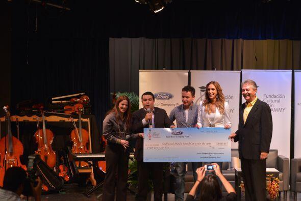 El donativo es por un total de $15 mil dólares en instrumentos musicales.
