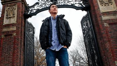 Se graduó en Harvard y ahora tiene una beca para Oxford, pero su estatus migratorio amenaza su brillante carrera