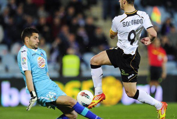 Roberto Soldado, de luna de miel con el gol, adelantó al Valencia.