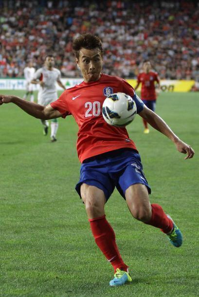 Lee Dong-Gook.- Es el veterano y el máximo goleador histórico de su sele...